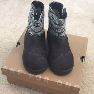 NWT Toms boots toddler girls size 8